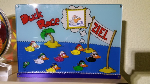 Geocoin Präsenter Race Ducks
